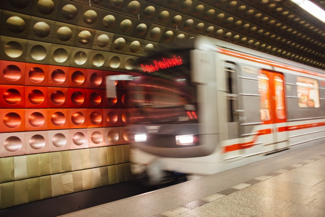 Juvenile faces 3.5 years of jail for pushing man onto Anděl metro tracks » Prague Monitor / Czech News in English